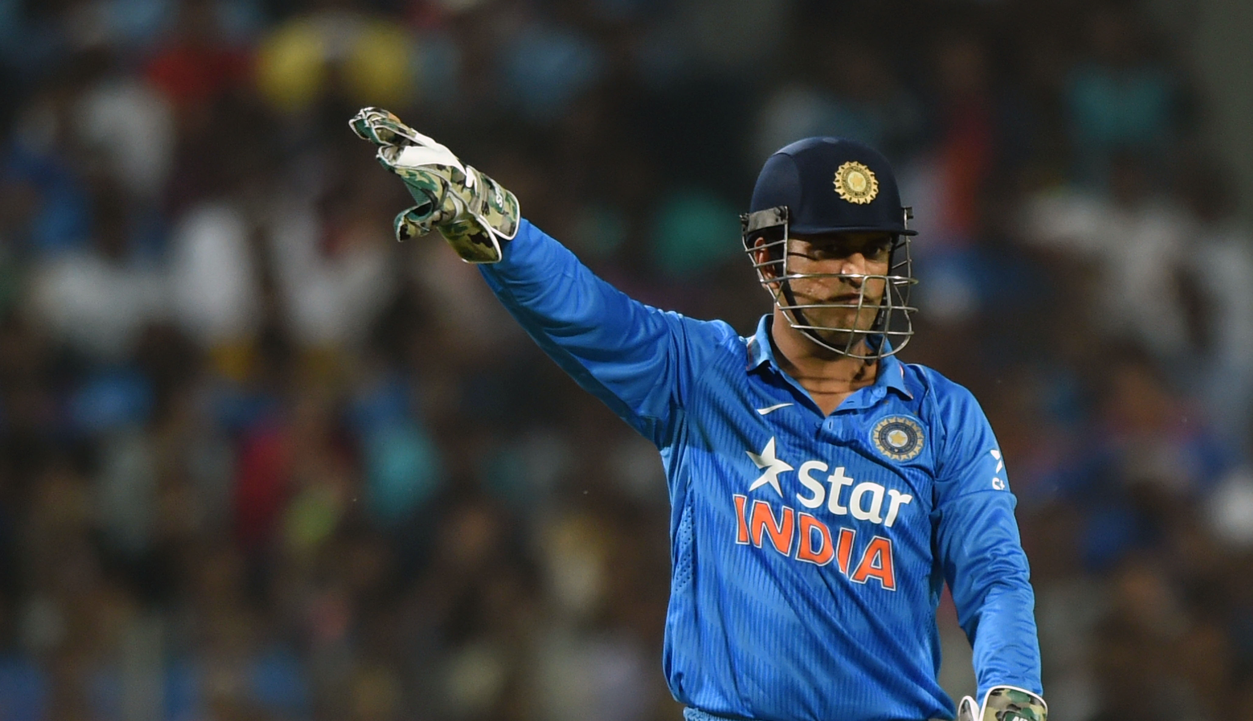 Indias-captain-Mahendra-Singh-Dhoni-makes-field-placement-during-the-first-T20-international-match-between-India-and-Sri-Lanka
